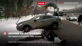 В Люберцах машина влетела в автобусную остановку