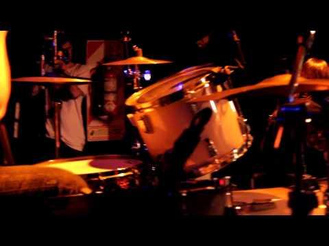 """Connor Questa - """"Gritos"""" (en vivo en La Roxtar / The Roxy).-"""