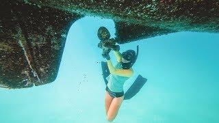 small-island-crusty-bottom-sailing-marquesas-south-pacific