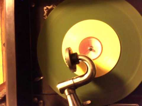 """Mickey Mouse & Donald Duck """"Jingle Bells"""" on Victor Phonograph"""