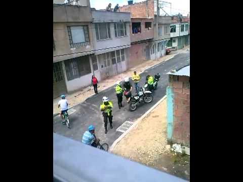 Ñeros atacan a agentes de la Policía NUEVO!!!