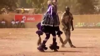 Тот самый зажигательный Шаман танцует под ''Ой, хто пье, тому наливайте'' =)