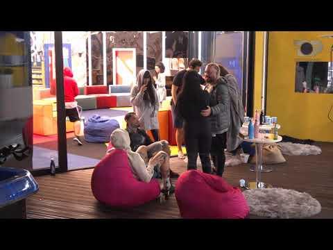 Banorët këndojnë e kërcejnë nën ritmet e muzikës tallava - Big Brother Albania Vip