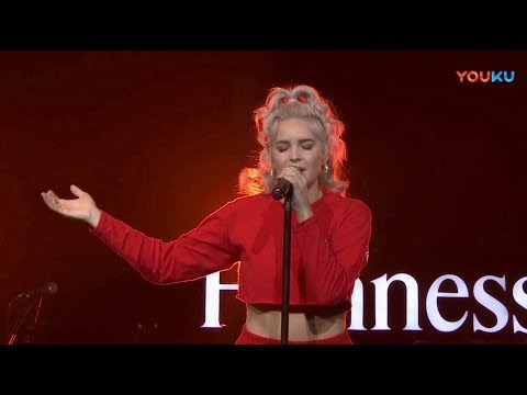 "Anne Marie ""Rockabye"" LIVE at Hennessy Artistry"