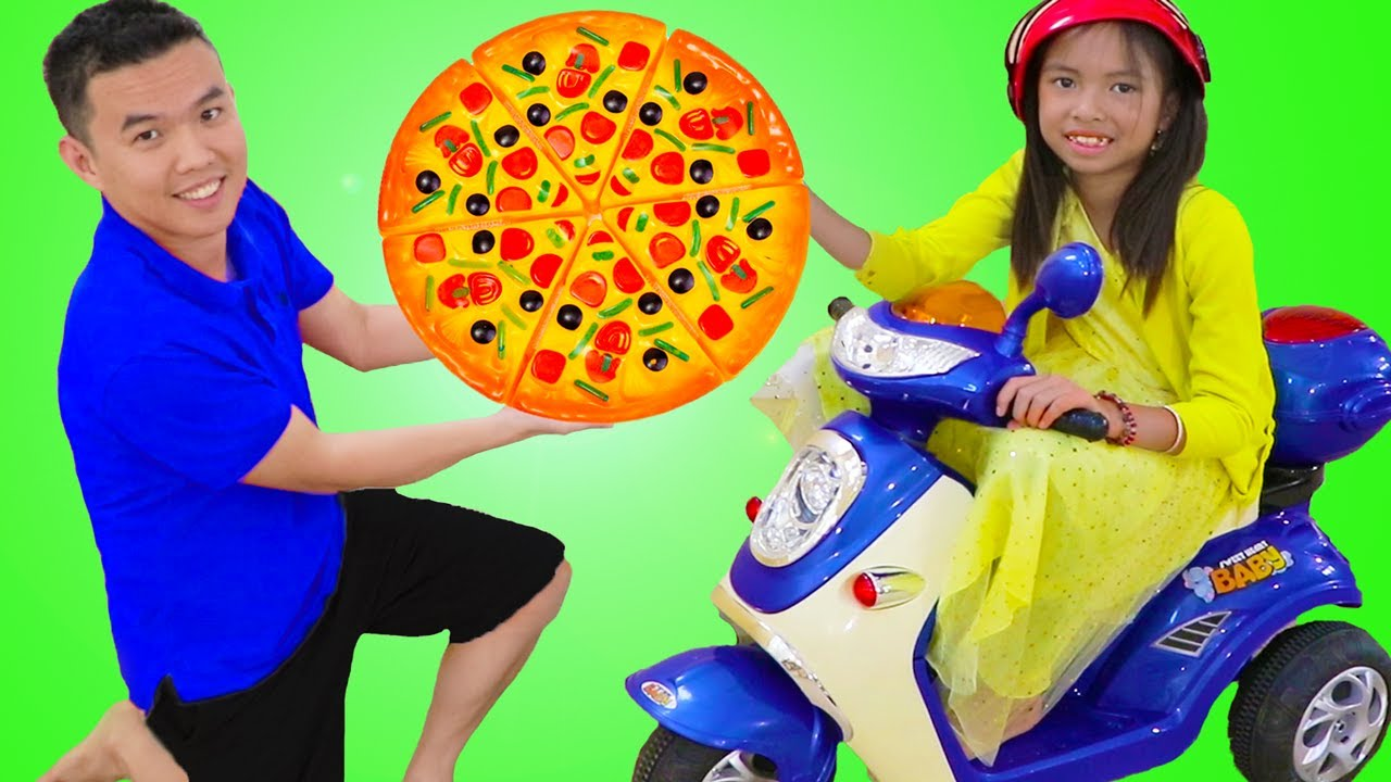 温迪假装玩披萨店和音乐踏板车玩具 Wendy Pretend Play Pizza Delivery Shop with Musical Scooter