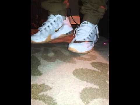 b05a9413a1b Lebron 12 low USA S (on foot) - YouTube