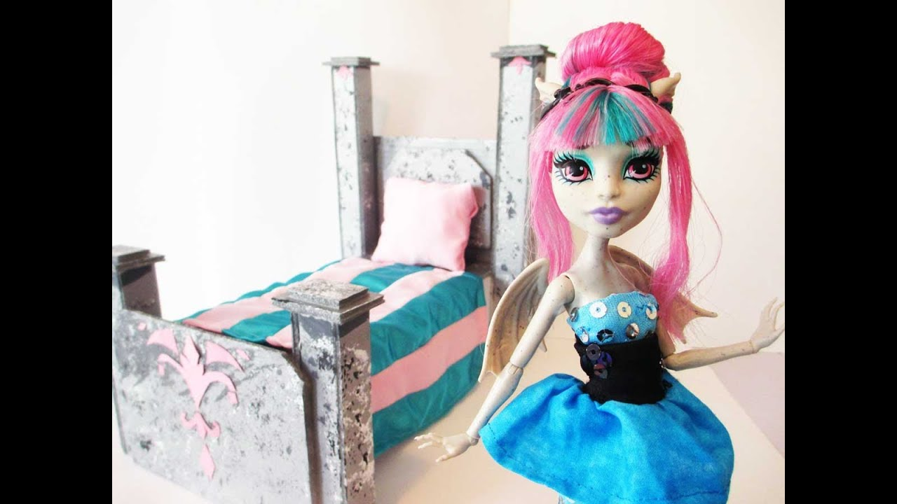 how to make a rochelle goyle doll bed tutorial monster high youtube. Black Bedroom Furniture Sets. Home Design Ideas