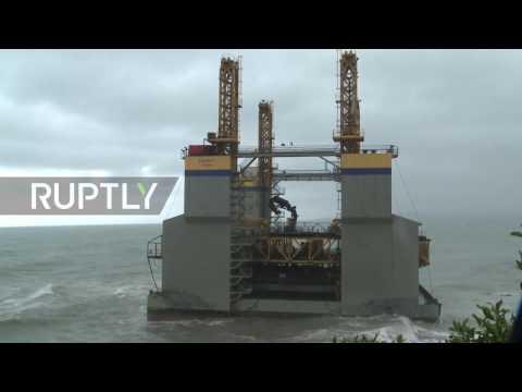 Spain: Agronauta Bilbao construction platform runs aground in Benalmadena