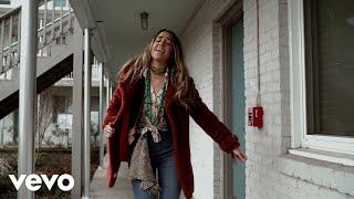 Смотреть клип Lainey Wilson - Workin' Overtime