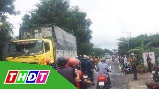 Xe máy va chạm xe tải, 2 vợ chồng nguy kịch   THDT