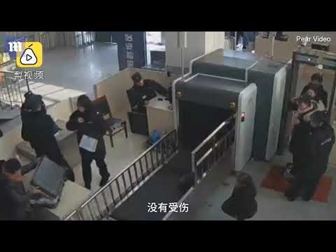 Otis - 5 Year Old Girl Goes Through X-Ray Machine At Chinese Train Station