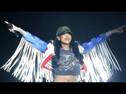 Rihanna Surprises Coachella Crowd & Takes Stage With Calvin Harris