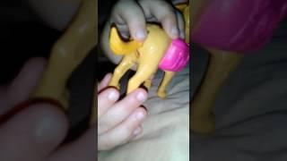 видео Человек паук против доктора. Человеку пауку ставят огромный укол. Супергерои в реальной жизни