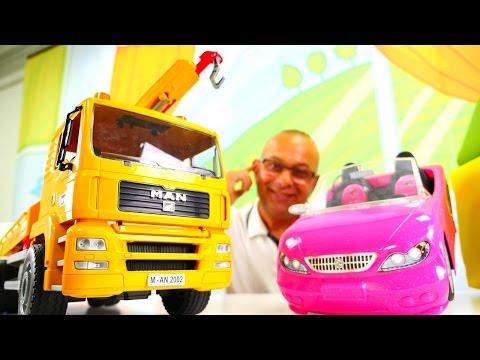 Araba tamir etme oyunu 🚗🔧 Ömer yolda kalan Barbie'ye çekici ile yardım ediyor.