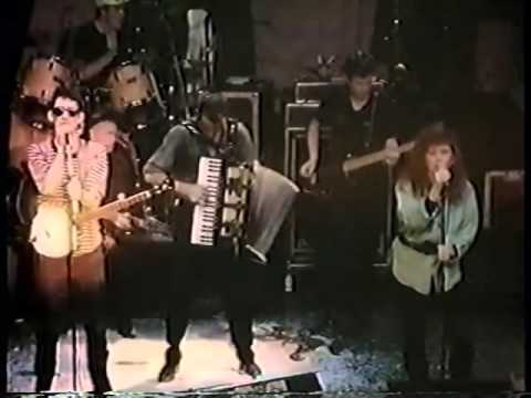 pogues and kirsty maccoll   fairytale of new york st pat's day 1988 kieransirishmusicandsurvivalcomp