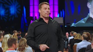 Did Tony Robbins Expose Himself to His Assistant?