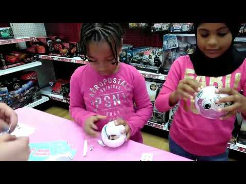 LOL SURPRISE DOLLS TRADING EVENT AT TOYS R US/TOY SHOPPING/LEE LEE HAS WAY TOO MUCH FUN