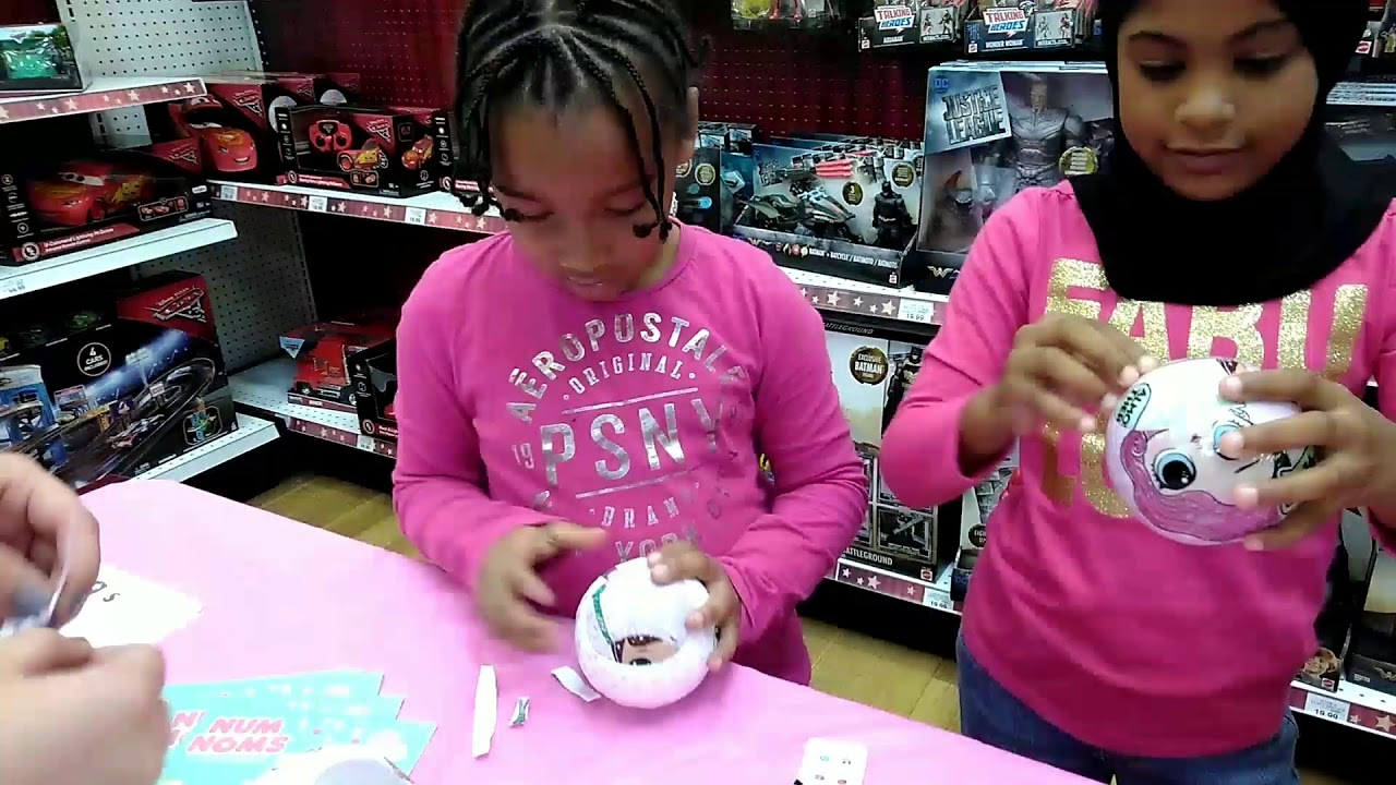 Lol Surprise Dolls Trading Event At Toys R Us Toy Shopping Lee Lee