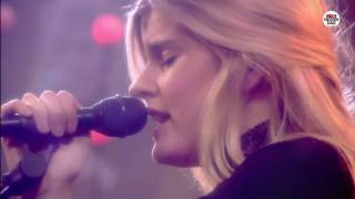 Rode Neuzen Dag: Emma Bale - Worth It (live bij Q)