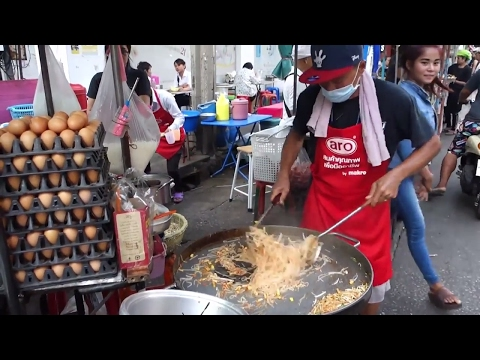Street Food of Bangkok — $1 Pad Thai Noodle Master
