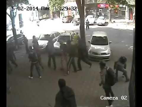 2 мая в Одессе, первые столкновения: запись с камеры наблюдения 2014-05-02 15:29:26
