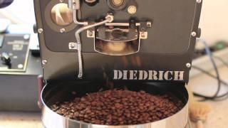 Diedrich Hr-1 koffiebrander, het roosteren van verse koffie uit El Salvador.