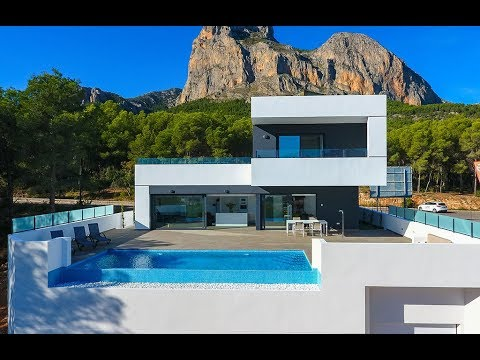 Villa with private swimming pool and basement in Polop