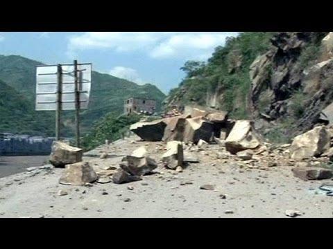 ثمانون قتيلا ومئات الجرحى في زلزال