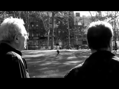 Street Photography Tip From Jay Maisel on Zooming