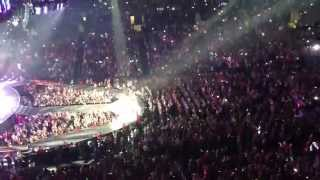 Taylor Swift & Sara Bareilles - Brave - Live in Los Angeles 8-19-13 - in HD