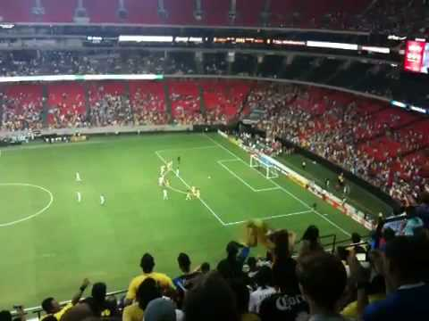 Manchester City scores on Club America with a penalty kick