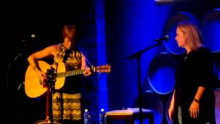 "Shawn Colvin with Mary Chapin Carpenter-""The Only Living Boy In New York"" (Simon & Garfunkel Cover)"