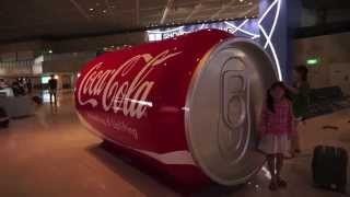 成田空港の巨大コカコーラ自販機 / Big Vending Machine of Coca-Cola in Narita Airport Terminal