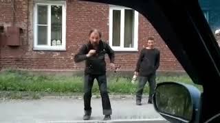 Вокруг тебя весь мир кружит )