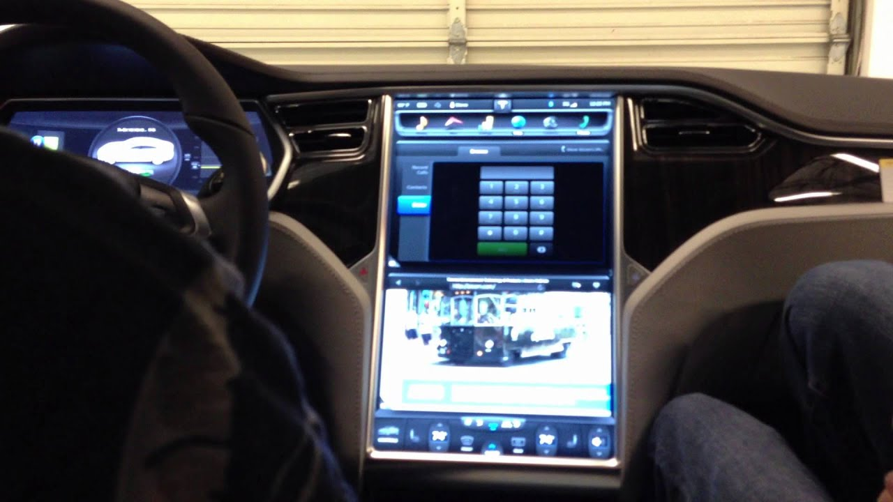 Tesla delivery 10 center console display 6 youtube for What is console