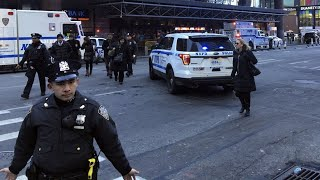 New York explosion: emergency services at the scene