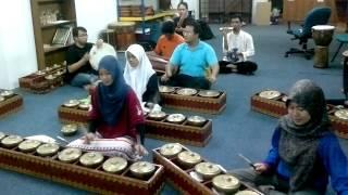 Download Lagu Renjis-renjis | IIUM Andeka Caklempong mp3