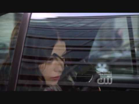 video-the-bitch-is-back-gossip-girl-bubble