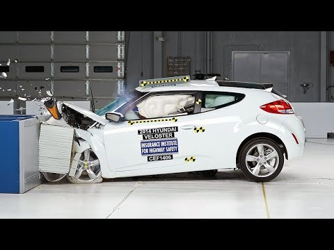 2014 Hyundai Veloster moderate overlap IIHS crash test