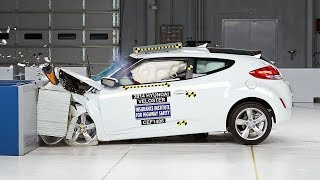 2014 Hyundai Veloster moderate overlap IIHS crash test