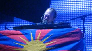 Thom Yorke covers Bjork's Unravel (Bercy, Paris, October 11th)