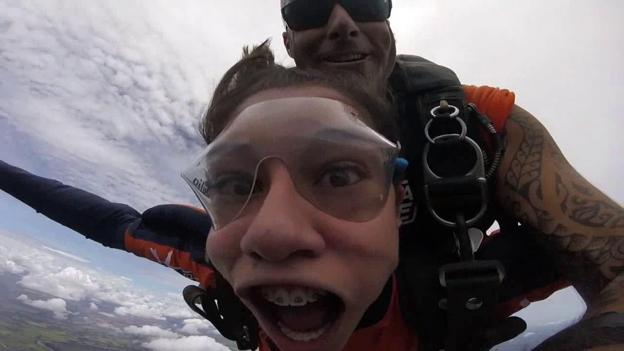 Salto de Paraquedas da Alexia na Queda Livre Paraquedismo 06 01 2017