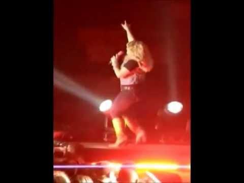 Miranda Lambert singing Lady GaGa's LIVE