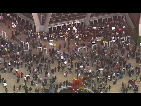 فيديو لشرطيين يطلقان النار على أسود أعزل يثير الاحتجاجات بكاليفورنيا…  - نشر قبل 1 ساعة