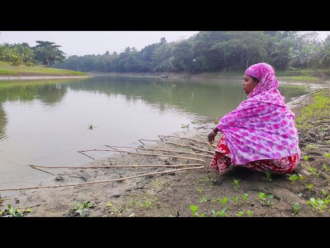 Fishing Video | Hook Fishing | Professional Women Angler Hunting Catfish And Carp Fish In The River