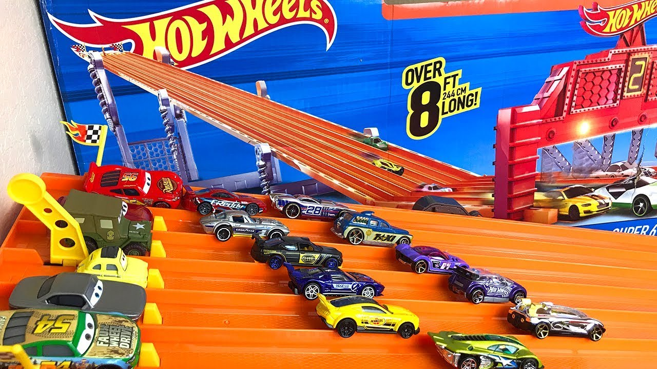 94a4738cd Carros de Carrera para niños - Pista de Coches- CARS HOT WHEELS SUPER 6  LANE RACEWAY. Juguetes Sorpresas