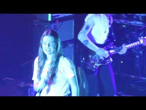 """Maggie Rogers - """"Retrograde"""" (Live In Boston)"""