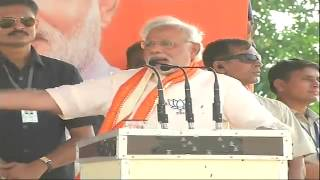 Shri Narendra Modi addressing a public meeting in Rohaniya, Uttar Pradesh