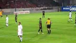 Mimoun Azaouagh im Spiel gegen Liverpool 2