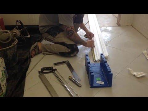 видео: Мастер класс по подрезке багетов(галтелей) и их поклейки